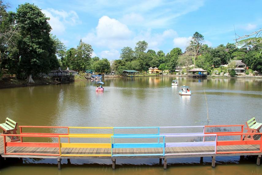 Karena keindahan panorama alamnya, pemerintah setempat mengembangkan waduk ini menjadi kawasan wisata andalan Tenggarong