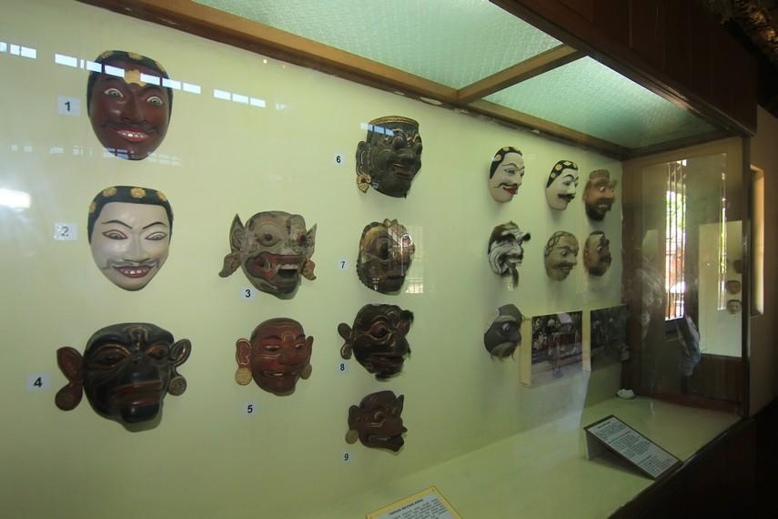 Berbagai jenis topeng yang menjadi koleksi dari Museum Negeri Bali