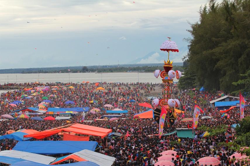 Seusai prosesi Tabuik Naik Pangkek dilaksanakan, Tabuik kemudian dibawa memasuki Kota Pariaman