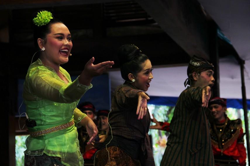Dalam seni tradisi Jawa Timur terdapat 4 jenis jaranan, yaitu Serentewe, Campursari, Pegon, dan Jawa