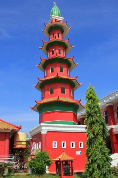 Menara masjid Cheng Ho mempunyai lima lantai yang melambangkan rukun Islam