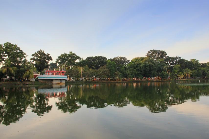 Selain sebagai penghias taman, danau ini juga berfungsi sebagai penampung luapan air hujan dan mencegah banjir