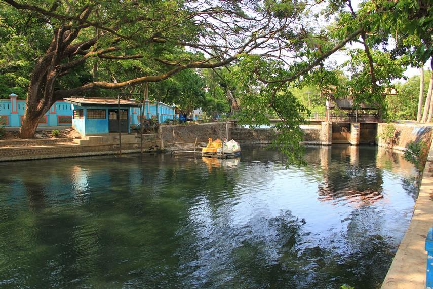 Dengan adanya Ranu Ronggojalu, air permukaan berkurang, sehingga mampu mengantisipasi terjadinya banjir saat musim hujan tiba