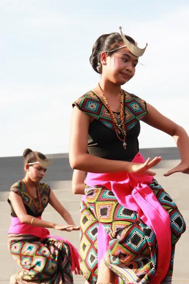 Tari Sandang Insana merupakan salah satu tarian tradisional nusantara yang makin jarang ditemukan