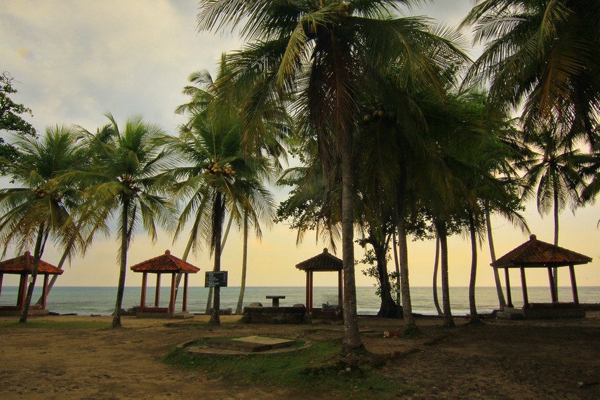 Pada mulanya pantai ini bernama Pantai Karang Suraga, nama yang diambil dari seorang petapa yang bertapa di sini hingga akhir hayatnya