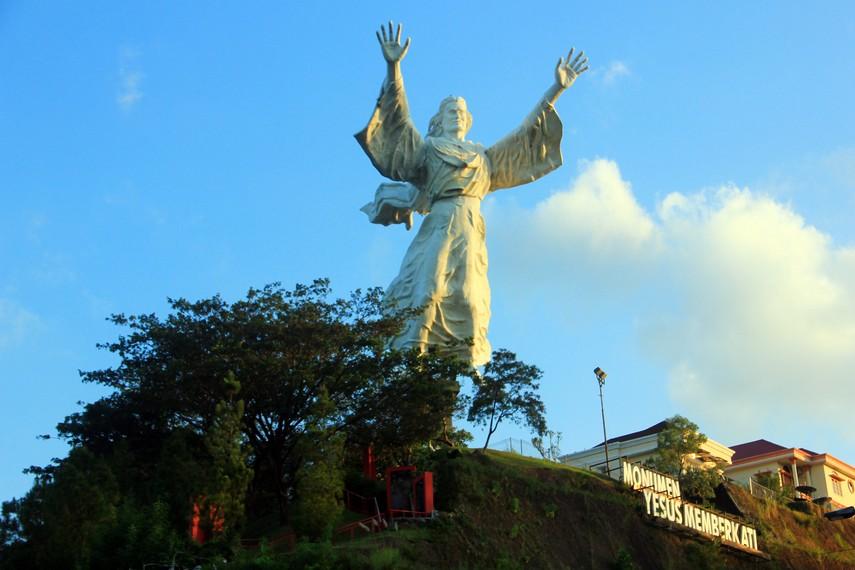 Pembuatan patung ini diprakarsai pengusaha ternama Indonesia yaitu, Ir Ciputra pada tahun 2007 dengan biaya sekitar 5 miliar