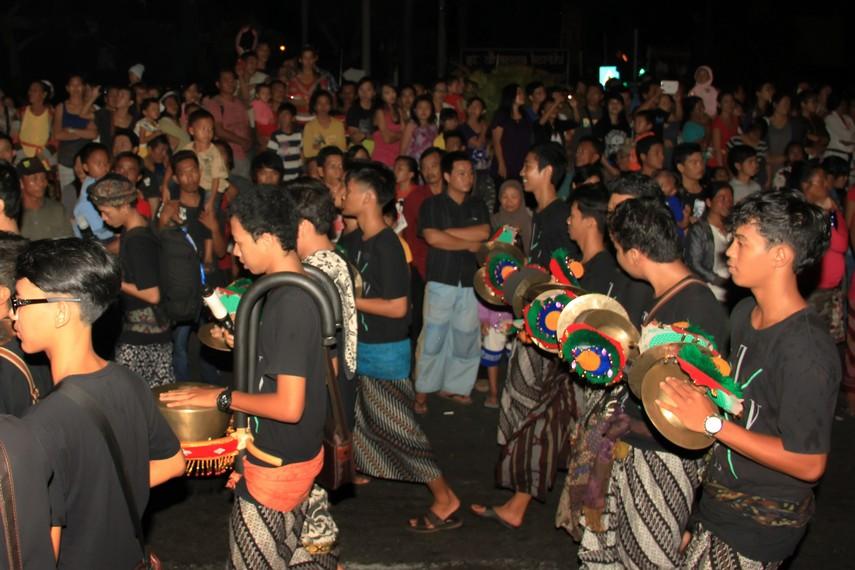 Penertiban yang dilakukan pemerintah Bali menjadikan ritual tahunan ini menjadi daya tarik bagi wisatawan