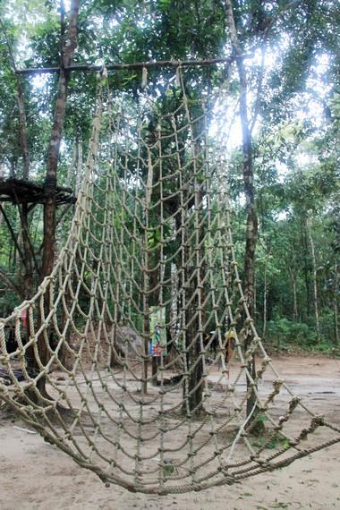 Jaring laba-laba menjadi salah satu arena yang terdapat di Batu Mentas