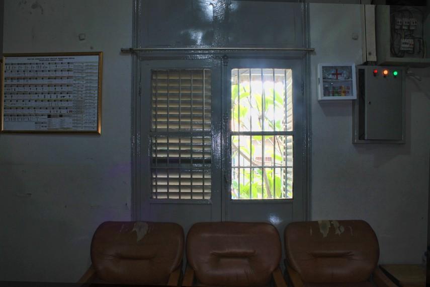 Jendela yang terdapat pada ruang kepala stasiun belum pernah diganti sejak stasiun ini dibangun