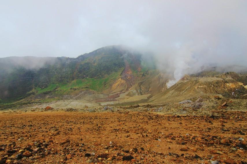 Luas Kawah Papandayan mencapai sekitar 10 hektar