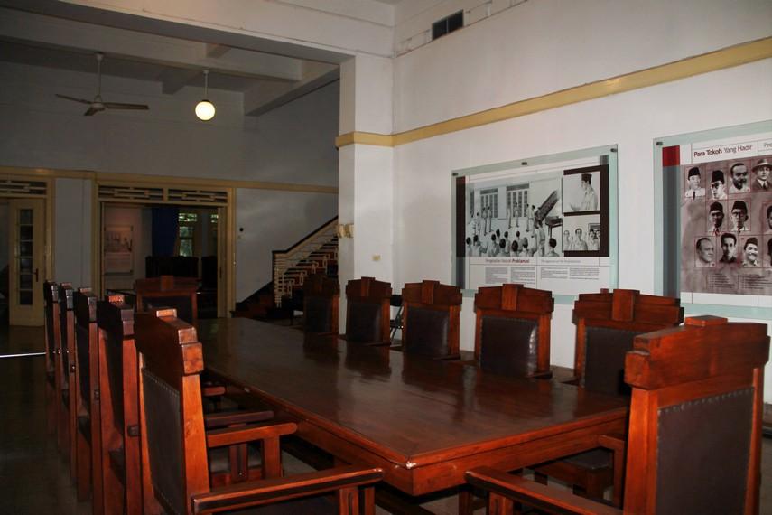 Meja diplomasi yang dahulu digunakan sebagai ruang diplomasi antara Indonesia dan Belanda pasca kemerdekaan RI
