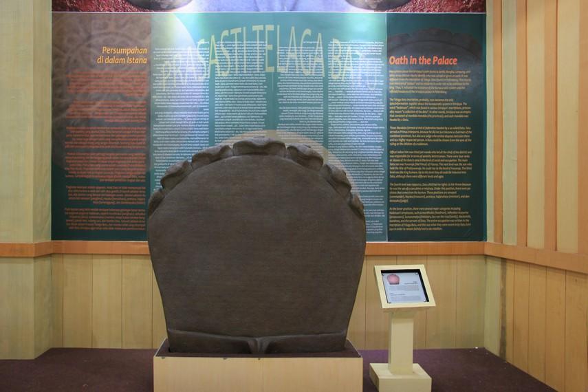 Replika prasasti Telaga Batu, salah satu prasasti yang menandakan keberadaan kerajaan Sriwijaya