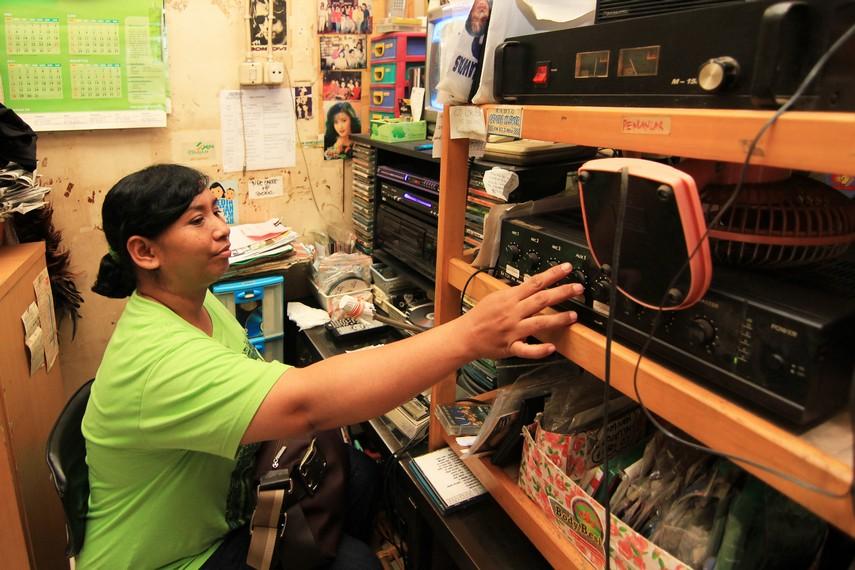 Seiring ramainya pengunjung, pasar ini dilengkapi berbagai fasilitas, salah satunya Radio Gapura yang menjadi pusat informasi sekaligus hiburan