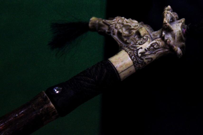 Setiap Suku Dayak memiliki sulur mandau dengan corak ukir yang berbeda-beda