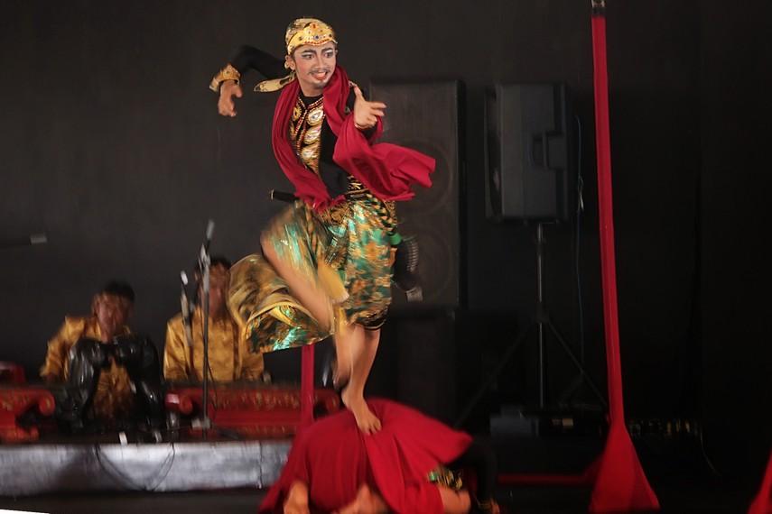 Sosok Jaya Antea yang berhadap-hadapan dengan Pumamasari dalam sebuah peperangan