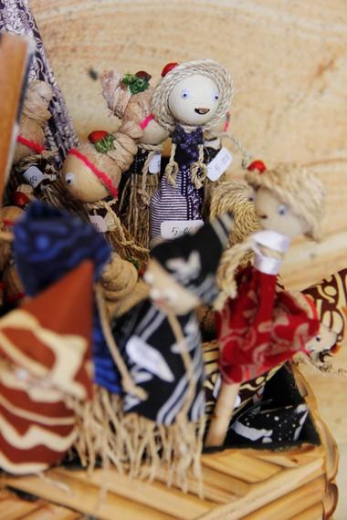 Akar wangi dari Garut juga diimpor ke beberapa negara tetangga seperti Malaysia dan Singapura