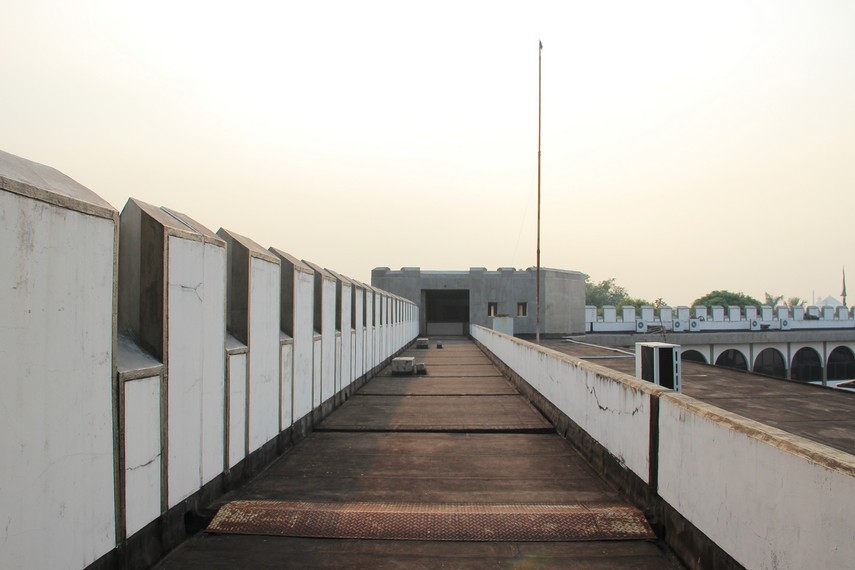 Dengan luas bangunan mencapai 7000 meter persegi, benteng di museum ini memiliki lima menara dan gerbang pintu yang memiliki makna tersendiri