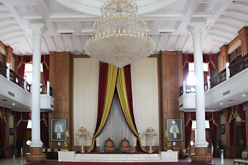 Kedaton Kutai diresmikan menjelang penyelenggaraan Festival Keraton Nusantara III di bulan September 2002