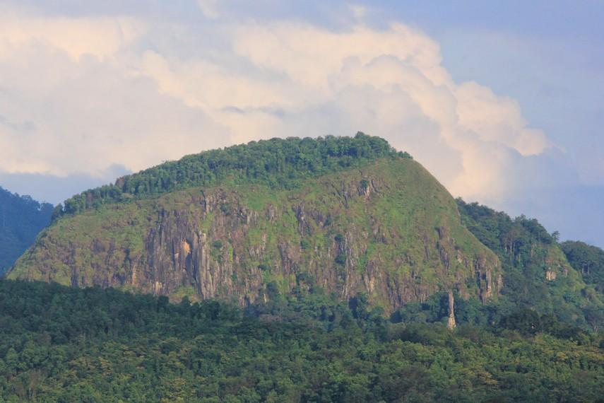 Memasuki waktu liburan, para pecinta alam dari berbagai daerah di Sumatera Selatan kerap menjadikan Bukit Jempol sebagai target pendakian