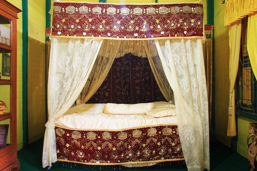 Tempat tidur yang menjadi tempat peristirahatan Raja di Kerajaan Landak