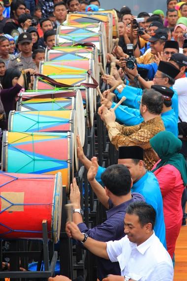 Sejak tahun 1982, perayaan tabuik dijadikan sebagai agenda pariwisata daerah yang dihadiri oleh tamu kehormatan dari pusat dan negara asing