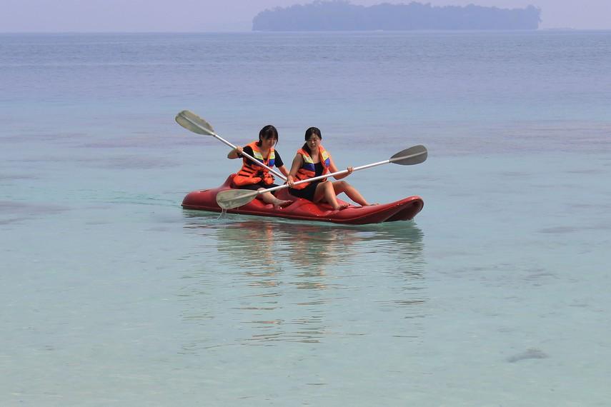Pulau Sepa juga dilengkapi oleh berbagai fasilitas penunjang wisata bahari, seperti permainan banana boat, jetski, kano, dan penyewaan alat-alat senorkeling