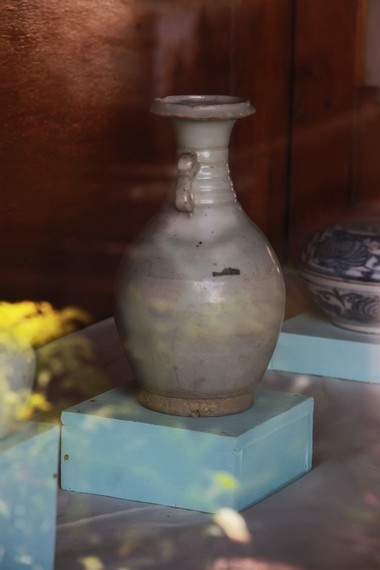 Salah satu koleksi keramik yang dipamerkan di Gedung J