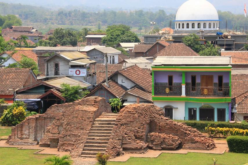 Candi Jawi yang dikenal oleh para peneliti dengan nama Candi Jawa-Jawa ini sempat runtuh dan mengalami pemugaran pada 1938-1941