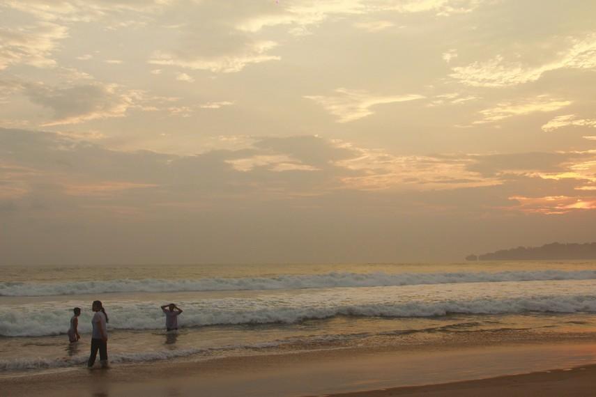 Untuk mengunjungi Pantai Pasir Putih, dari Jakarta pengunjung membutuhkan waktu selama 4-5 jam perjalanan
