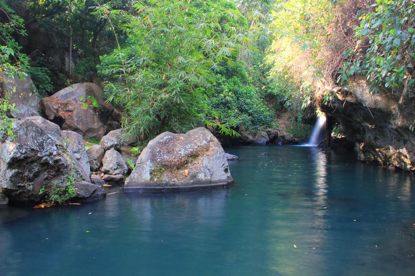 Banyuwangi memang dikenal memiliki beberapa air terjun indah nan permai yang letaknya bersembunyi di balik kaki gunung dengan pepohonan rimbun