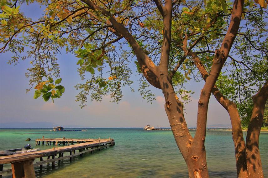 Pada jaman penjajahan Jepang, pulau ini pernah dijadikan tempat menyimpan harta karun hasil rampasan masyarakat Indonesiarakat Indonesia