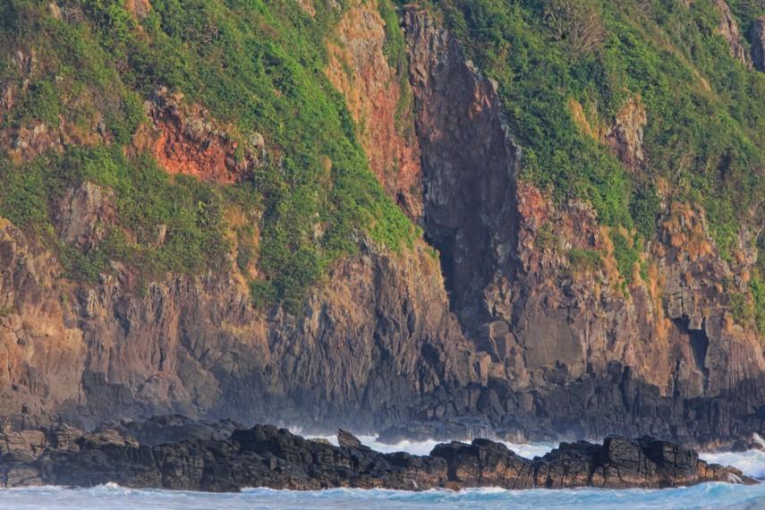 Perjalanan menuju Pulau Sangiang dapat dimulai dari Pelabuhan Anyer selama sekitar 1 jam