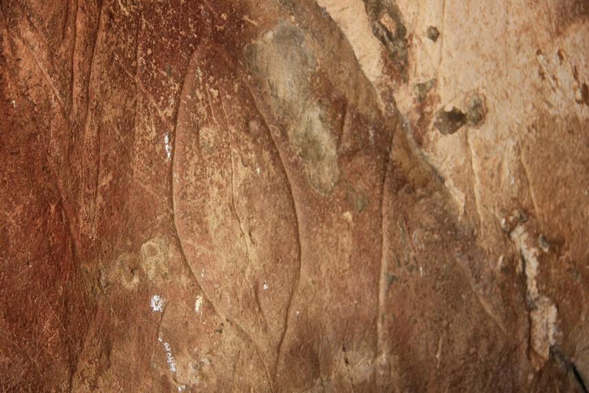 Guratan-guratan pada batu Pinawetengan dianggap sebagai bahasa simbol manusia pra-sejarah