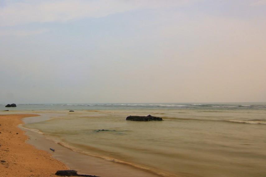Pantai Matahari Carita biasanya ramai dikunjungi wisatawan di saat musim liburan tiba