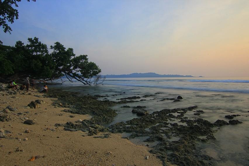 Nama Copong sendiri diambil dari bahasa Sunda yang berarti karang yang bolong