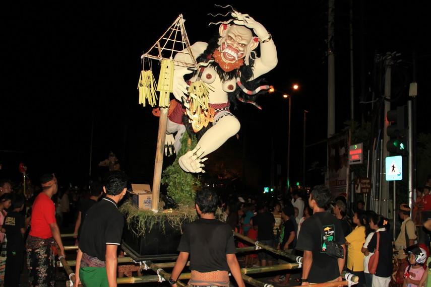 Upaya yang dilakukan pemerintah Bali antara lain menertibkan rute pawai dan membuat lomba desain <i></noscript><img class=