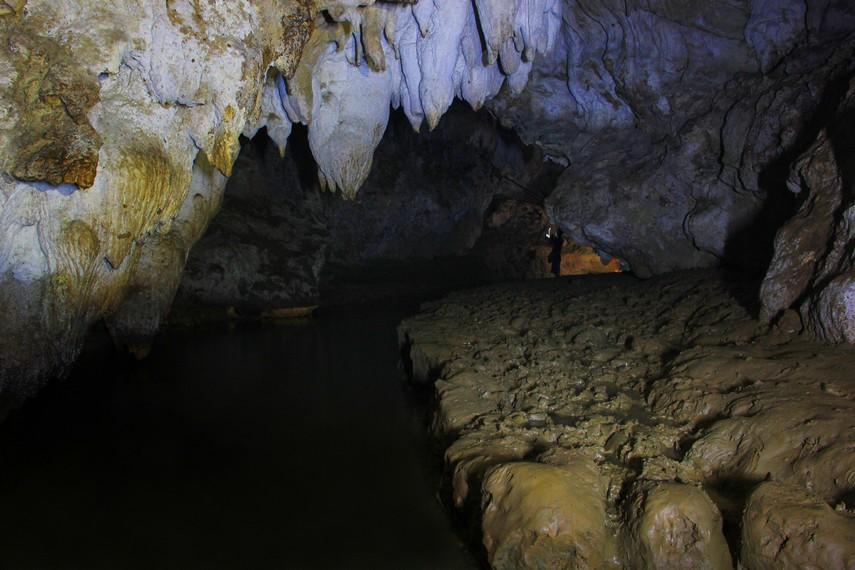 Daya tarik yang ditawarkan dari gua ini tentu saja jelajah gua dan bebatuan stalaktit dan stalakmit yang menghiasi isi dalam gua