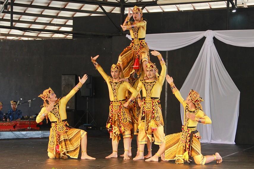Latar belakang peristiwa perang yang dialami Wangsa Suta dan pasukannya menjadi inspirasi gerakan dari tarian