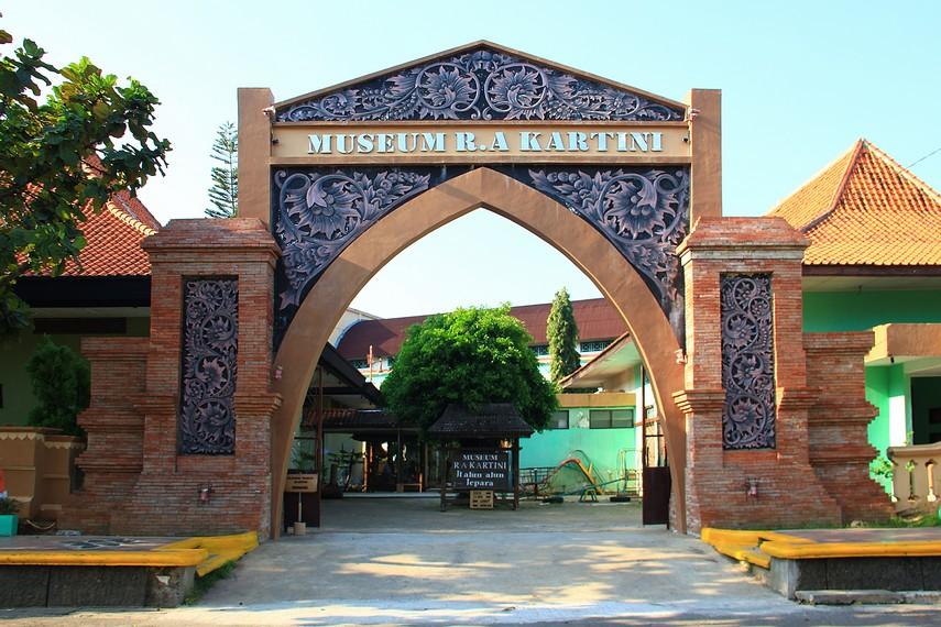 Museum R.A. Kartini terletak di jalan Alun-alun Nomor 1, Jepara, Jawa Tengah