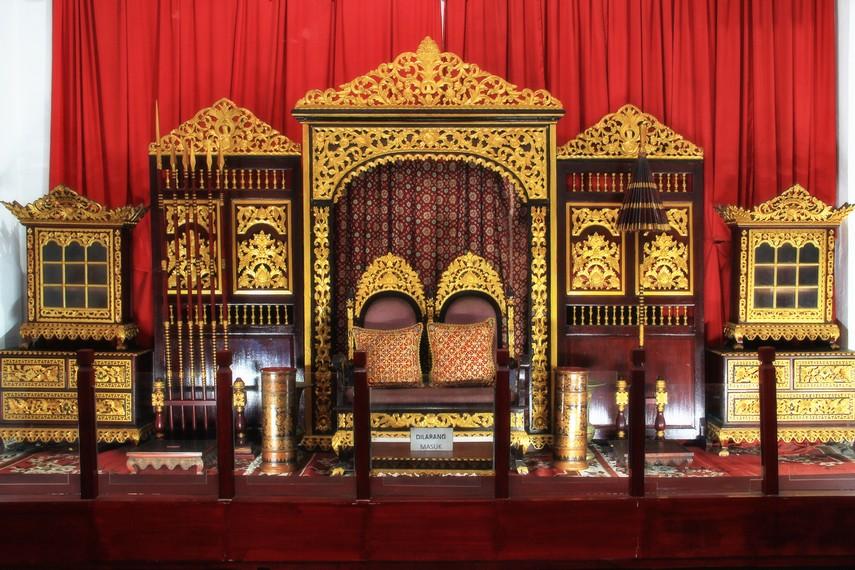 Pelaminan untuk pengantin di Palembang juga tidak ketinggalan menjadi koleksi di Museum Sultan Mahmud Badaruddin II