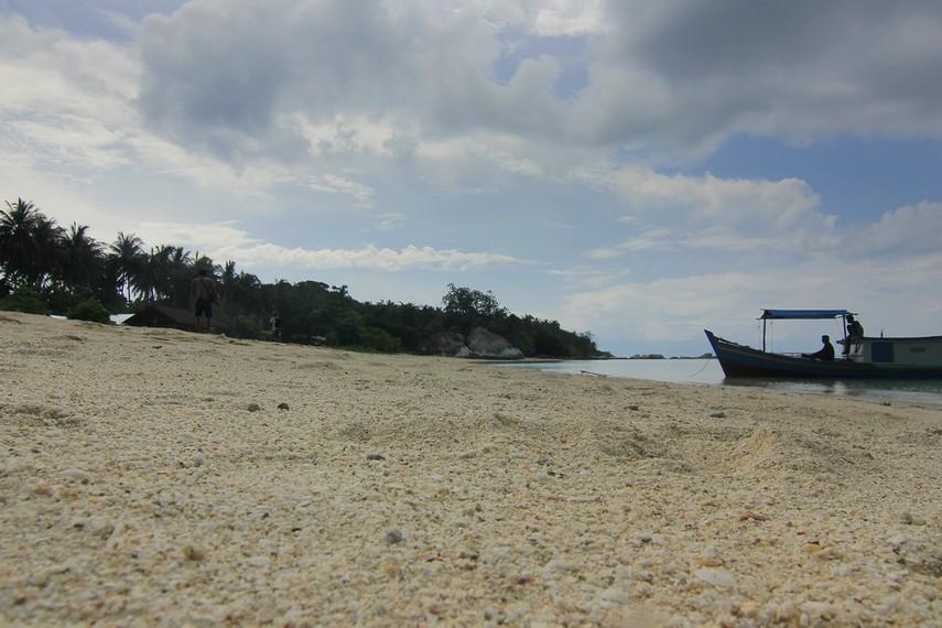 Salah satu karakteristik Pulau Kepayang yakni memiliki pasir putih yang lembut