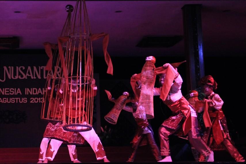 Tari Bengawak Be merupakan bentuk baru dari kesenian tradisi Lukah Gilo yang mengandung banyak unsur magis