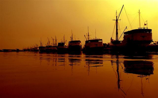 Pelabuhan Sunda Kelapa menjelang petang