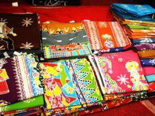 Lenggak-Lenggok Batik Betawi