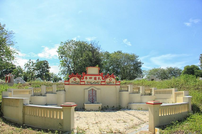 Makam tertua di Pekuburan Sentosa dari tahun 1915 yang masih terawat dengan baik