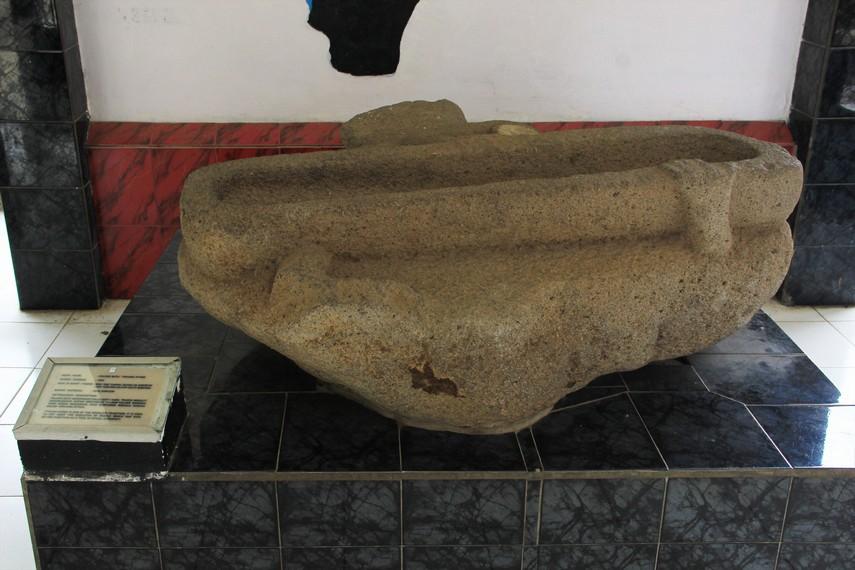 Arca-arca yang tersimpan di Museum Balaputera Dewa semuanya berasal dari zaman megalith