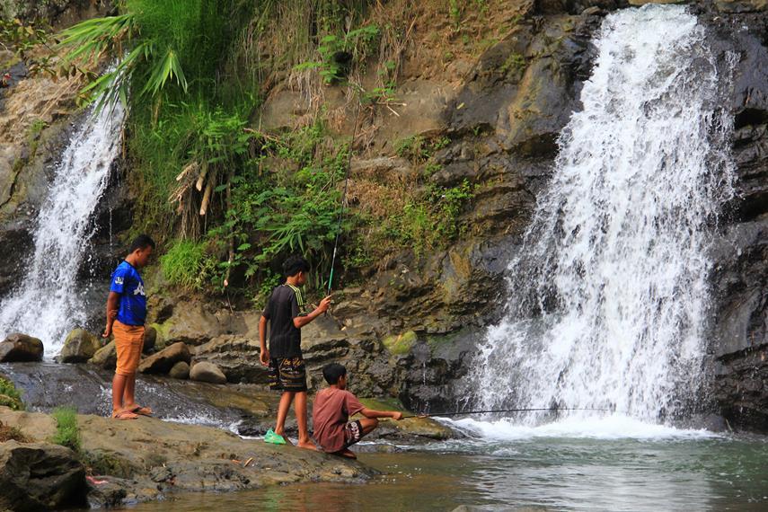 Curug 7 Bidadari memiliki tiga tingkatan dengan 7 curug dan 7 kolam yang terbentuk dengan alami
