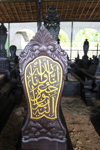 Selain kerabat Kesultanan Kutai, terdapat makam sejumlah ulama Kesultanan sebagai penghormatan atas jasa-jasa mereka