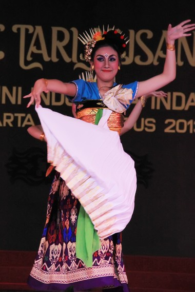 Ide garapan kreasi tari Periri Sesamuangan mengadopsi dari berbagai unsur seni tari tradisional Lombok
