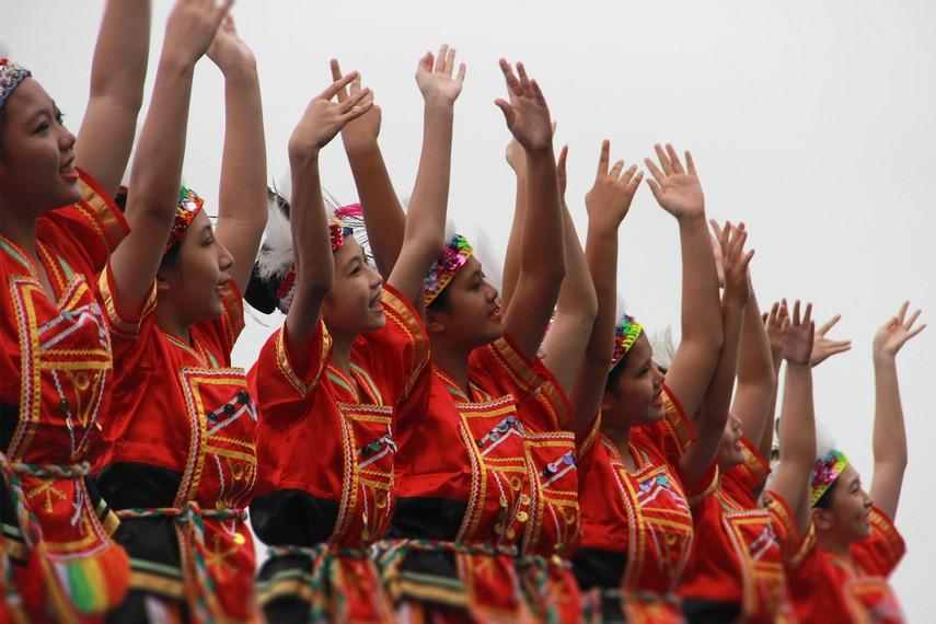 Seiring zaman, Erau berkembang dari pesta rakyat warga Kutai menjadi festival budaya internasional